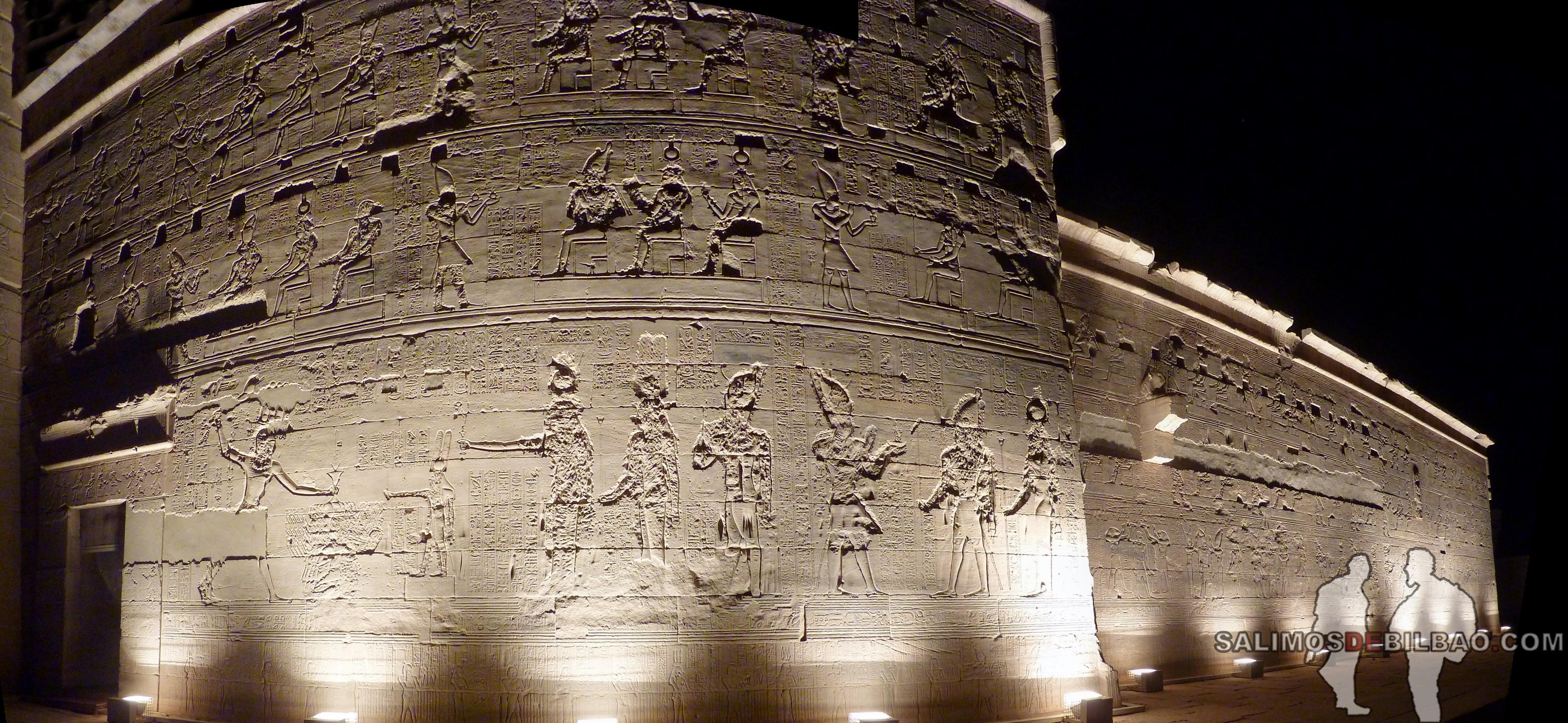 0561. Pano, Templo de Philae iluminado, Aswan
