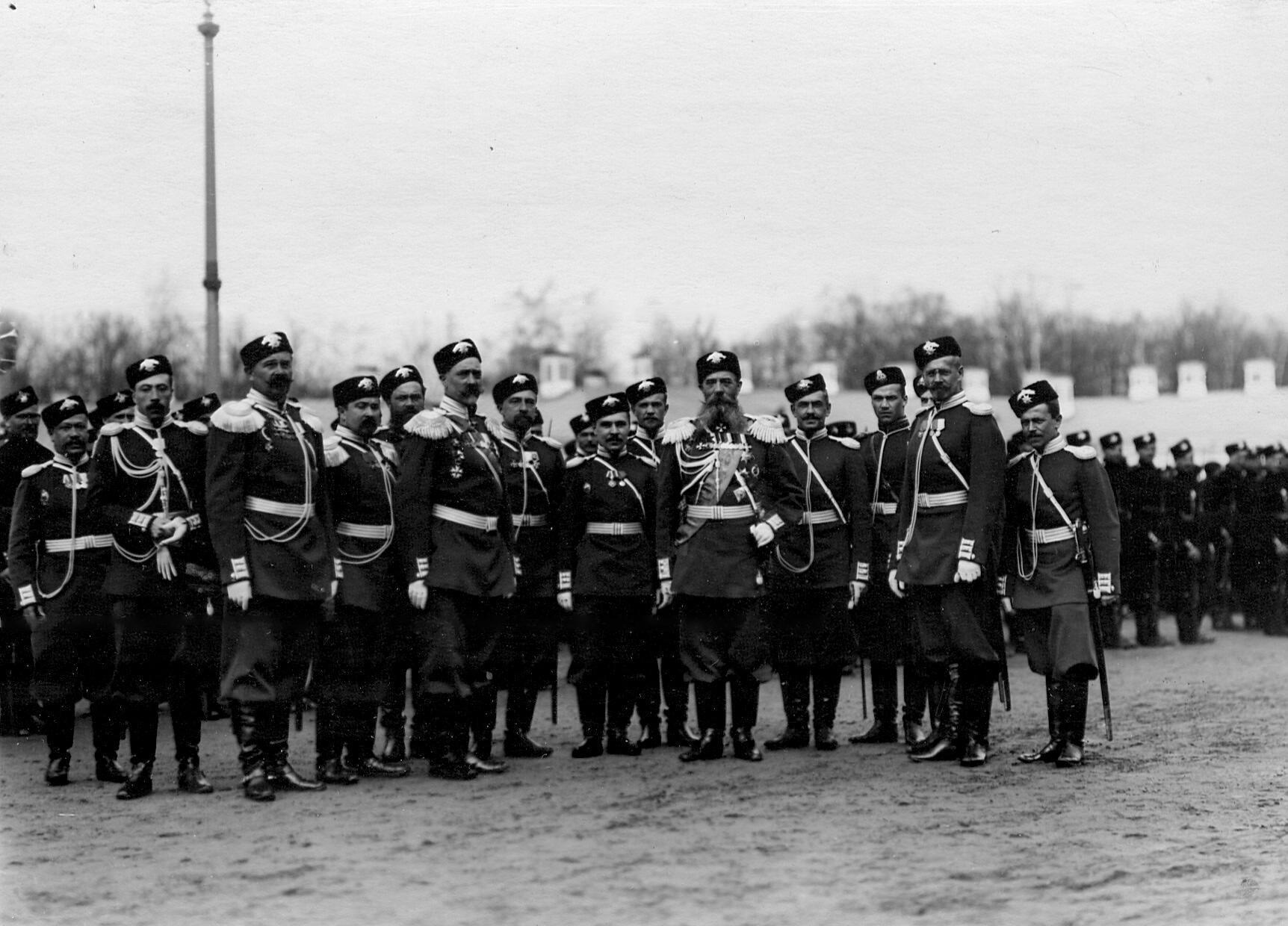 Командир и группа офицеров 2-го стрелкового Царскосельского батальона. 21 апреля 1905
