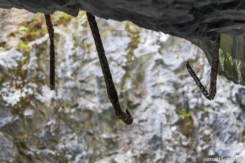Остатки металлический конструкций, Горный парк Рускеала