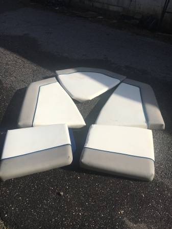 19ft bayliner Capri Bow rider Cushions set Front ans Rear Cushions  Great shape No Tears....