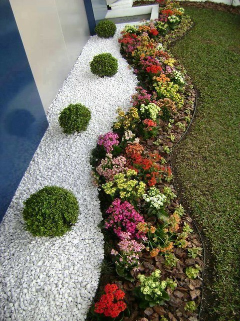 DIY Small Entrance Garden Decorating Ideas of Your House