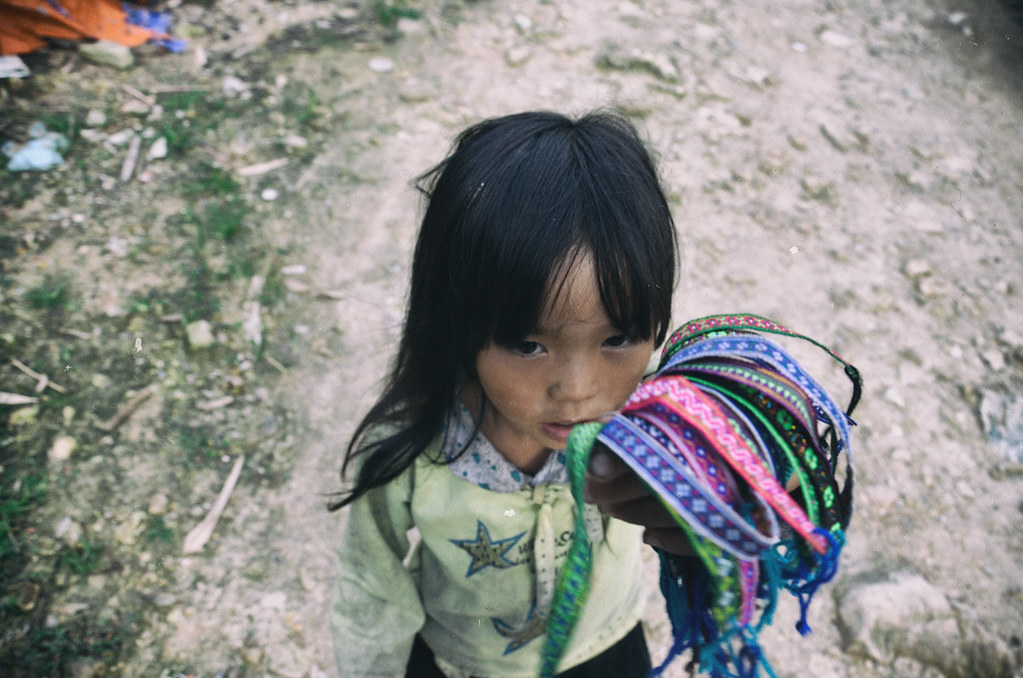 sapa,-children,-hmong,-seller,-vietnam,-outlanderly