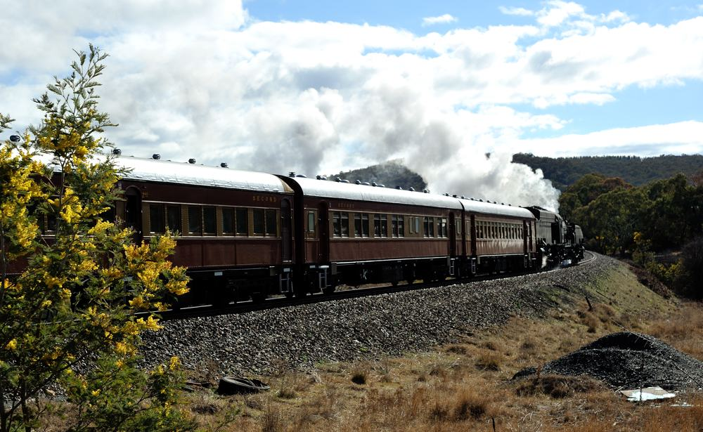 6029 and train leaving, Nikon D700, AF Zoom-Nikkor 24-85mm f/2.8-4D IF