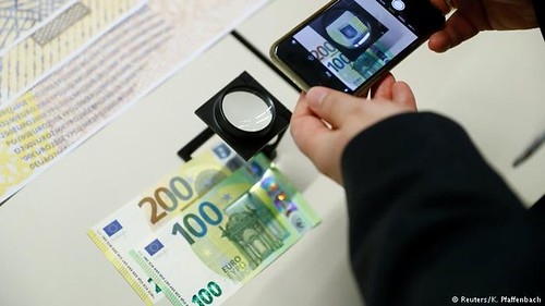 Anti-counterfeiting features on new euro notes