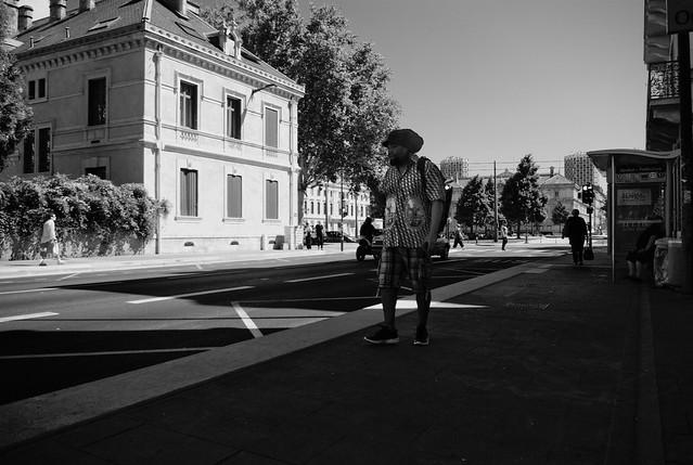 Photo:Waiting for the bus By Plaisirs Graphic