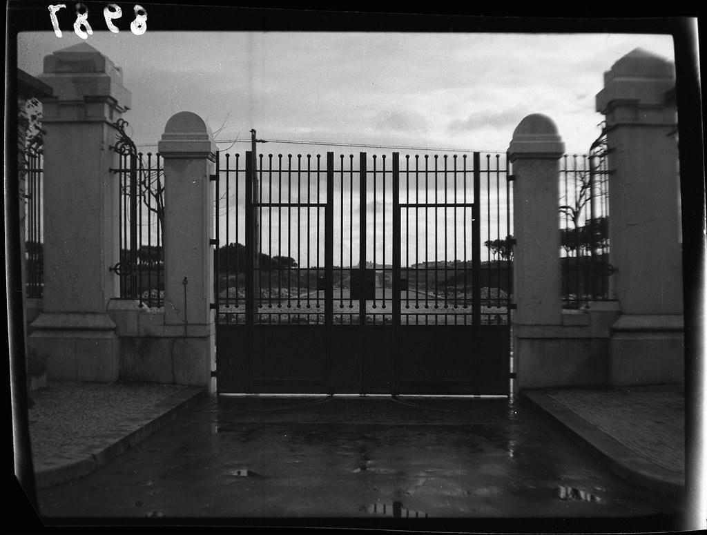 Portão do Júlio de Matos, Lisboa (J. Santos, 1946)