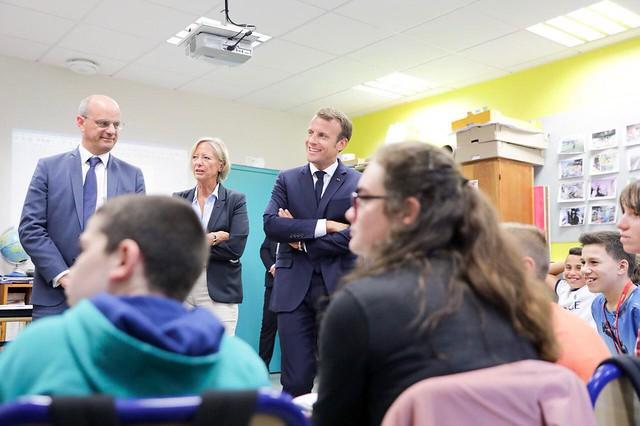 Emmanuel Macron et Jean-Michel Blanquer aux côtés de collégiens pour la rentrée scolaire 2018-2019