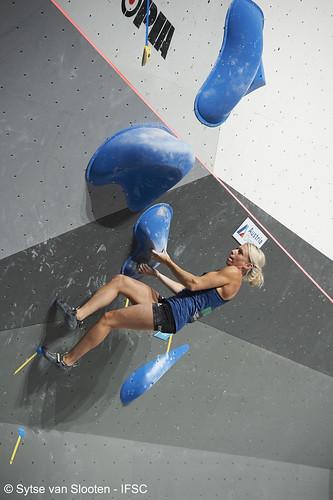 ifscwch-innsbruck-bouldersemifinals-women-friday-018-D4S_1322