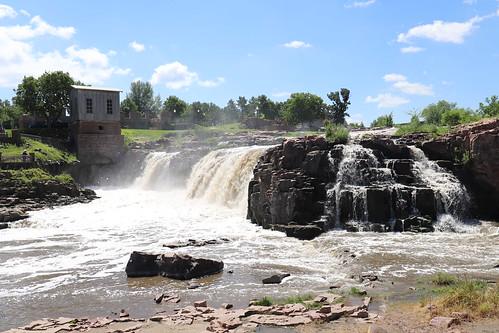 siouxfalls fallspark siouxriver southdakota river waterfall park water landscape wasserfall wasser fluss stadtpark