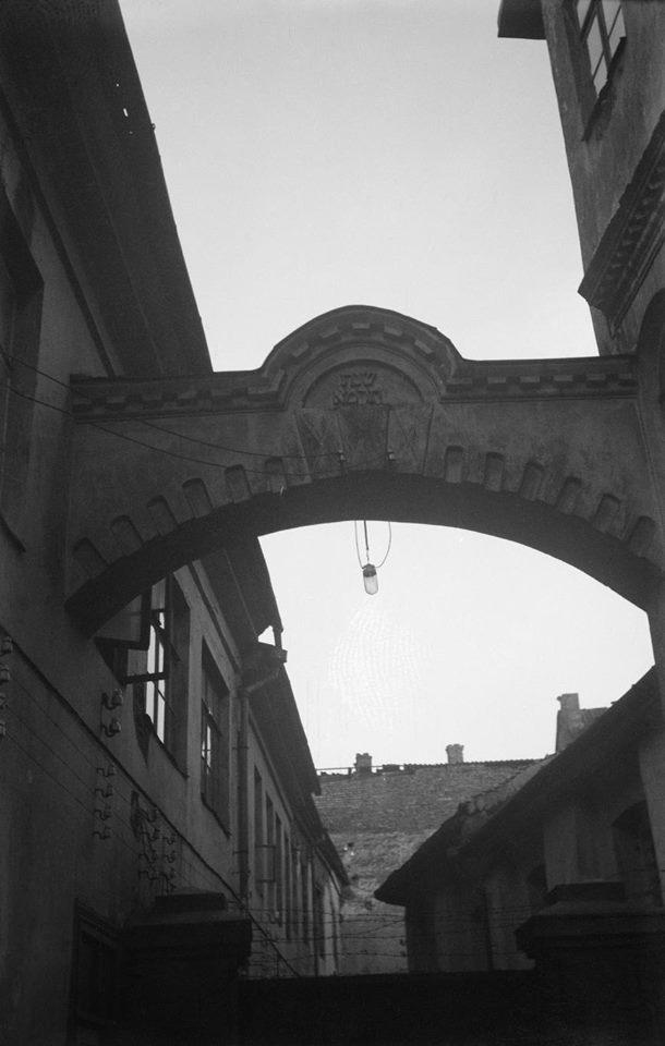 1933. Арка во дворе Большой синагоги