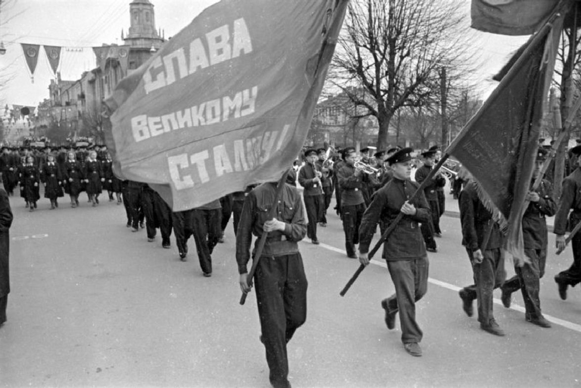 1951. Первомайская демонстрация в Вильнюсе.