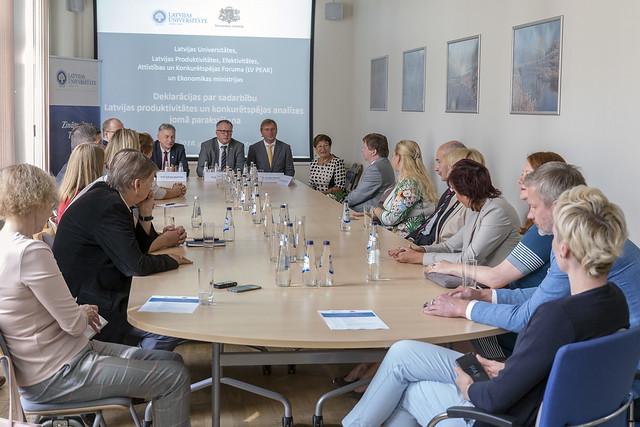 Deklarācijas par sadarbību produktivitātes un konkurētspējas analīzes jomā parakstīšana. To parakstīja Ekonomikas ministrija, Latvijas Universitāte un Latvijas Produktivitātes, Efektivitātes, Attīstības un Konkurētspējas Forums 2018. gada 30. augustā.