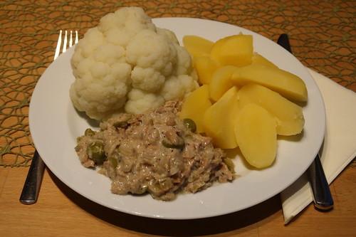Blumenkohl mit Thunfischsoße und Salzkartoffeln