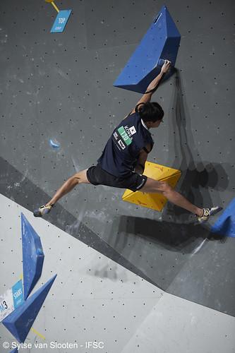 ifscwch-innsbruck-boulderfinal-men-022-D4S_3856
