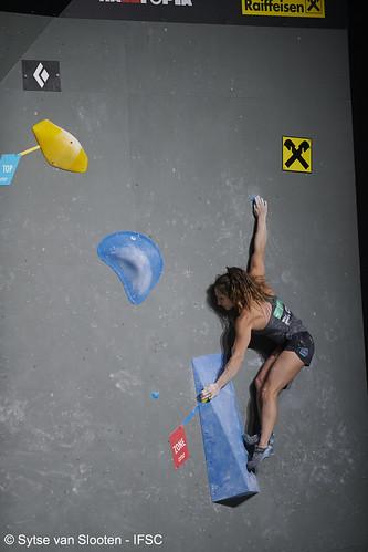 ifscwch-innsbruck-bouldersemifinals-women-friday-022-D85_2363