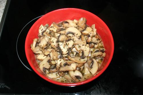 38 - Champignons aus Pfanne entnehmen / Remove mushrooms von pan
