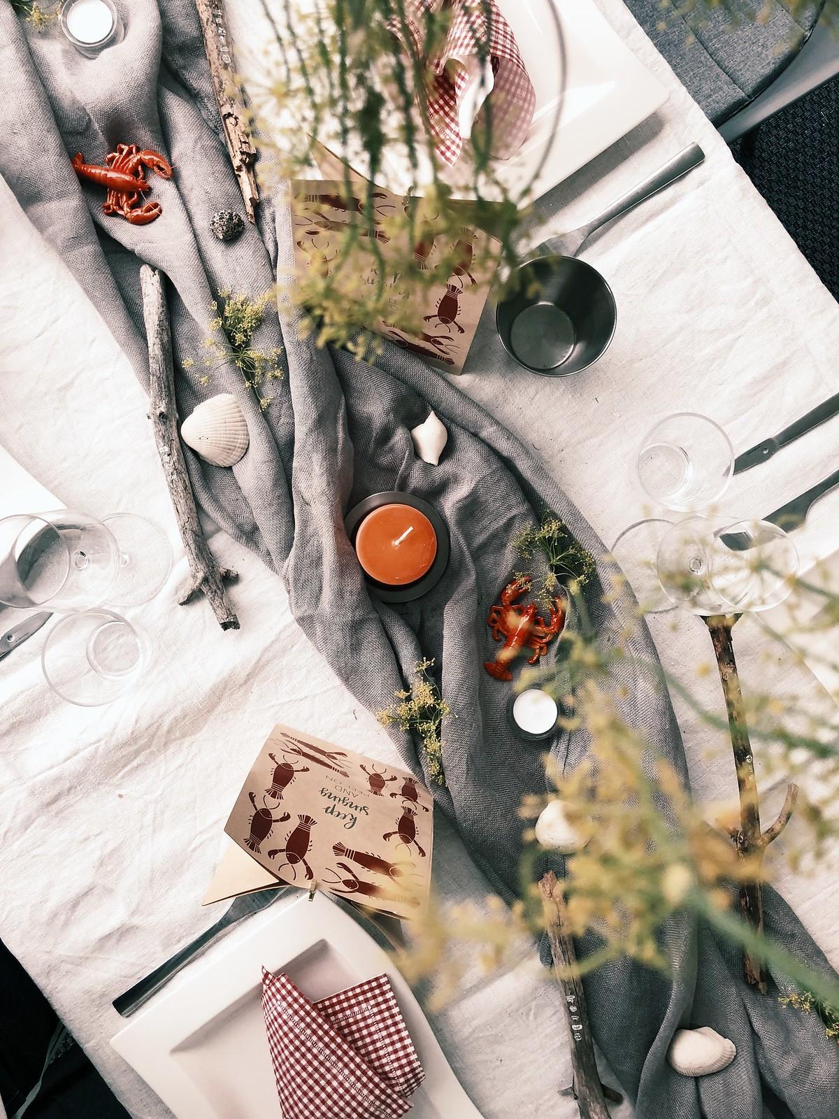 pöydän-koristelu-rapujuhlat