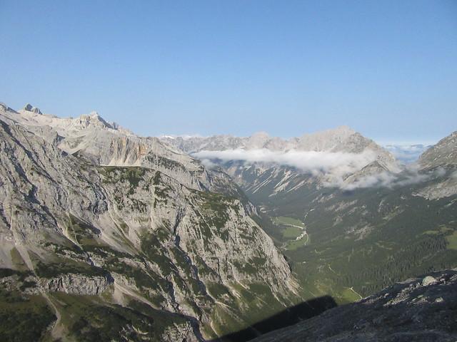 Ausblick vom Hochalmkreuz ins Karwendeltal