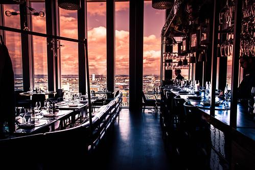 restaurang bar moln sunlight malmöliveskybar malmö malmölive restaurant cityview skybar city utsikt kitchentable abarwithaview sweden clouds skånelän sverige se
