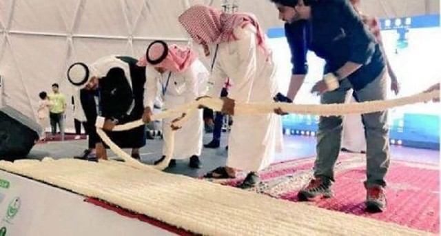4625 Saudi farmers made the World's Longest Jasmine Necklace 02