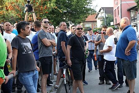 Okupljanje građana na zagrebačkom Vukomercu zbog pucnjave