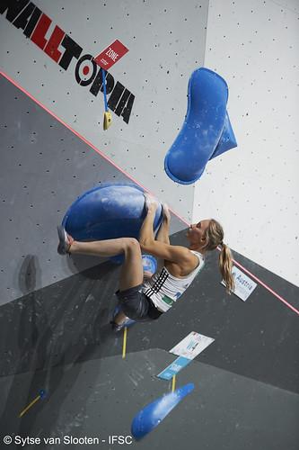 ifscwch-innsbruck-bouldersemifinals-women-friday-040-D4S_1506