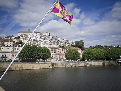 Coimbra desde el puente sobre el Mondego. #coimbra #mondego #riomondego #portugal #olympus #cidadedecoimbra #igerscoimbra #igersportugal