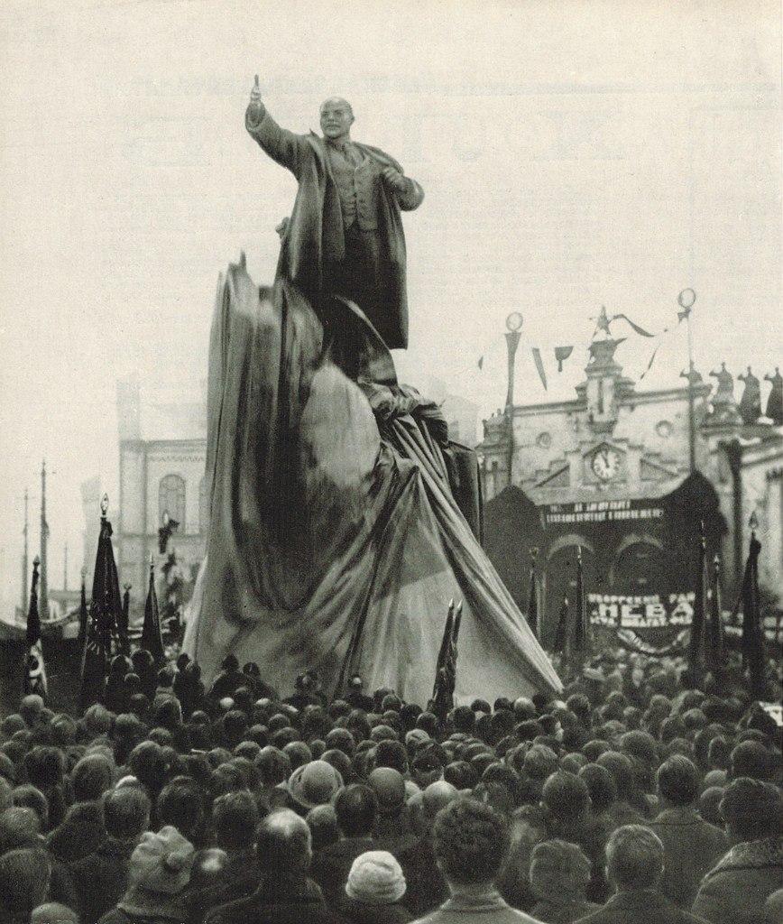 Открытие памятника В.И.Ленину у Финляндского вокзала 7 ноября