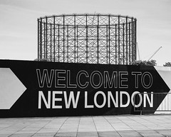 East Greenwich gasholder / 'Welcome to New London' - September 2018