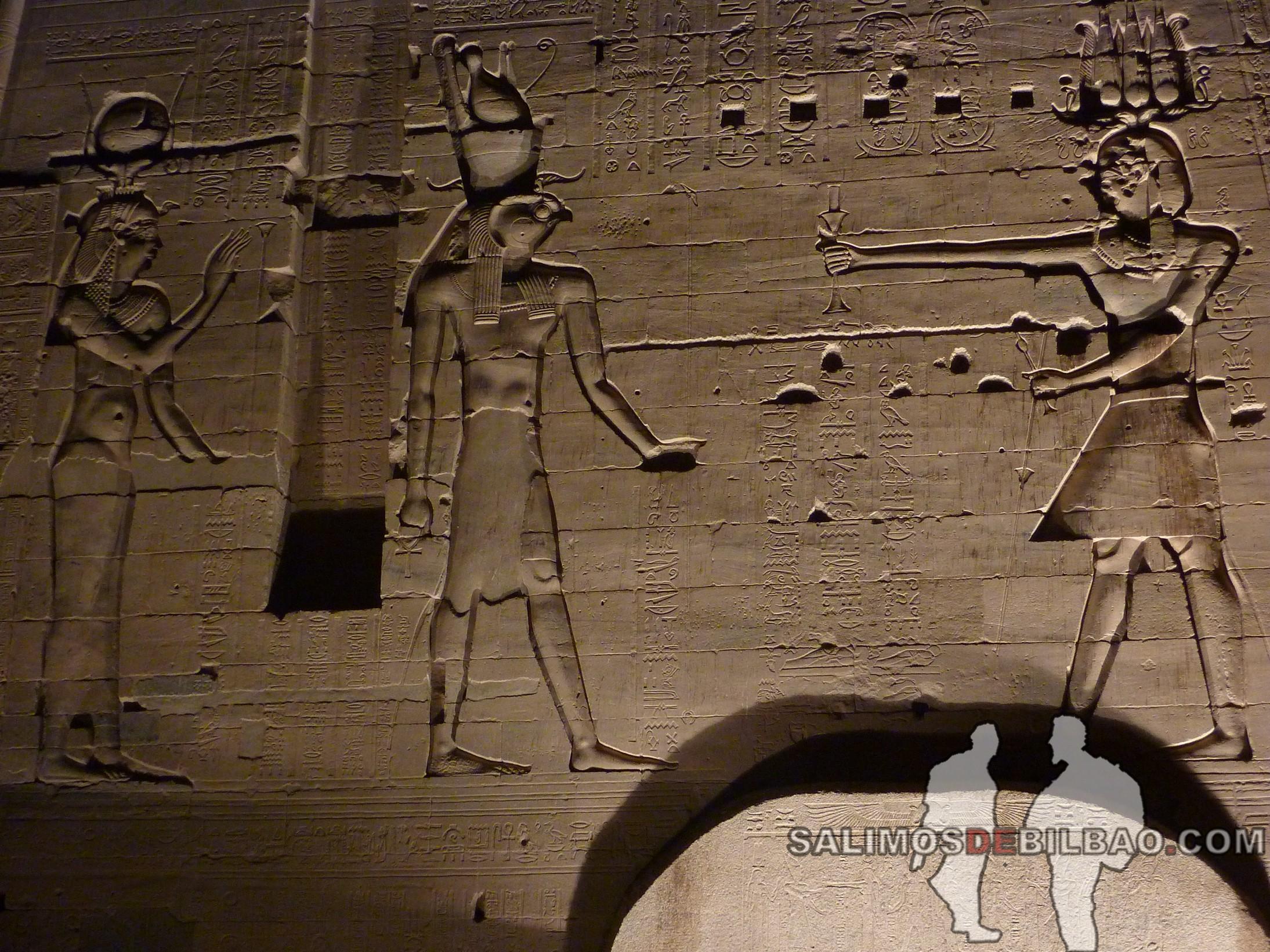 0556. Templo de Philae iluminado, Aswan