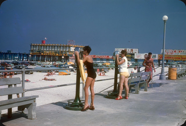 Everyday Life at Beaches in Florida during the 1950s (2)
