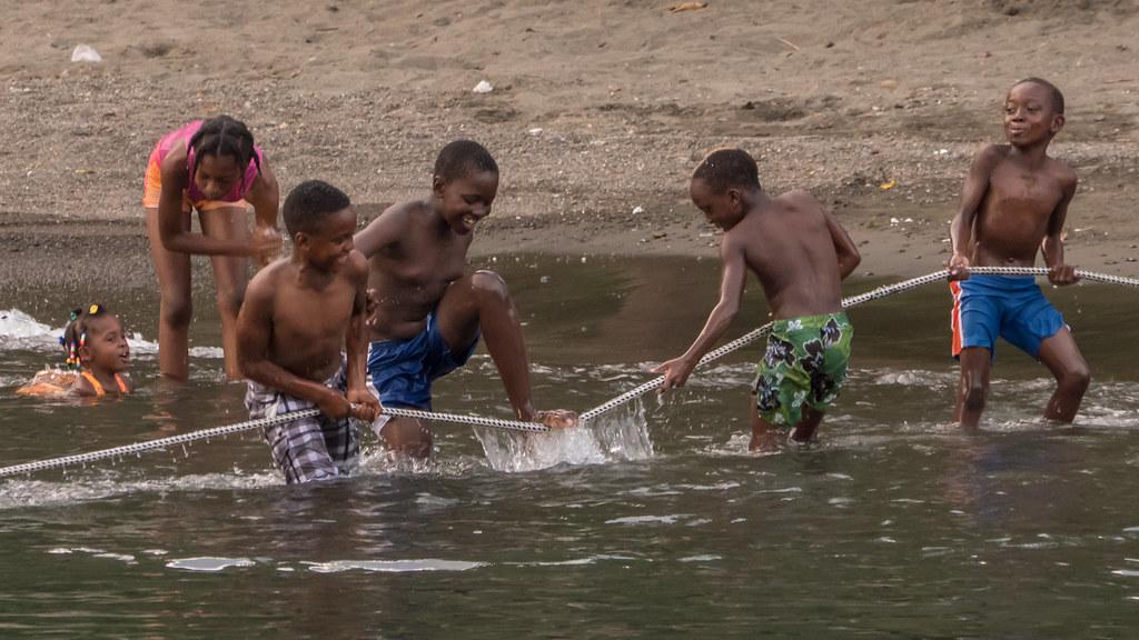 Les enfants de Cumberland Bay. 43566183284_afe6f6790f_b