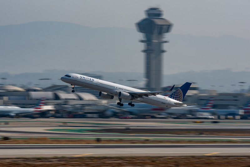 United 757 departing for Chicago