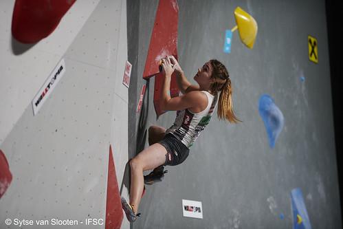 ifscwch-innsbruck-bouldersemifinals-women-friday-009-D85_2208