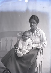 Woodhouse - [Mrs} and baby, 30 Oct 1916