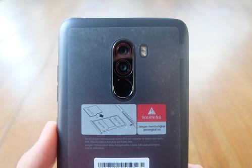 Dual kamera belakang Pocophone F1