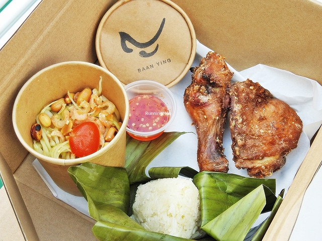 Som Tum / Green Papaya Salad & Hat Yai Fried Chicken Served With Sticky Rice