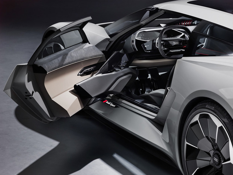0__2018-Audi-PB-18-e-tron-Concept-09__1280_959