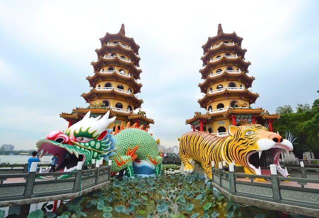 taiwan high speed rail Dragon and Tiger Pagodas