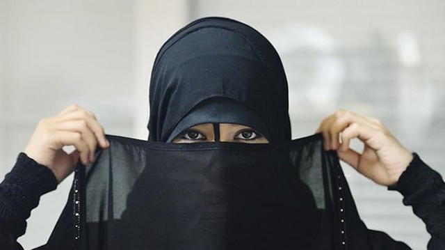 1473 Nouf Al-Amoudi A Female Saudi Student who encourages Polygamy Practice