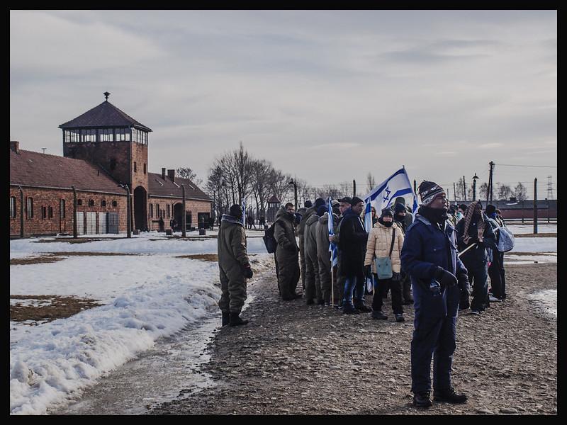 ISRAELI STUDENTS 1 COL