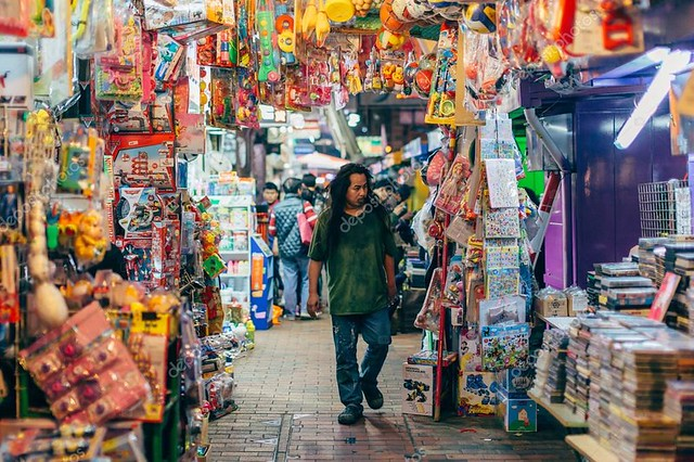 depositphotos_126286958-stock-photo-night-market-in-sham-shui