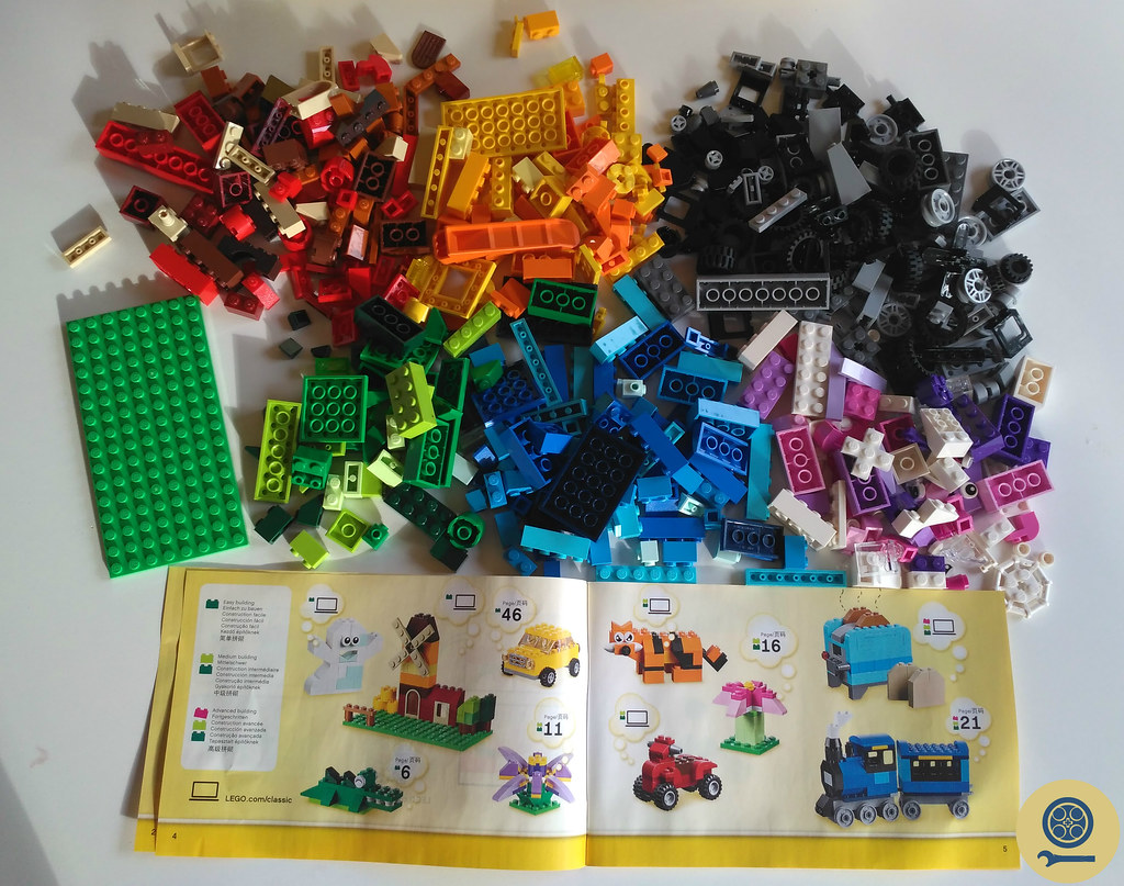 10696 LEGO Medium Creative Brick Box (1)