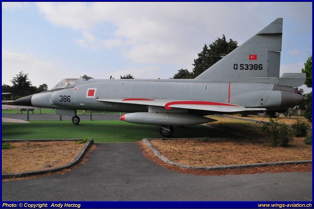 F-102A-01