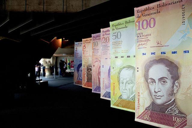 Venezuela começa a circular nova moeda com corte de cinco zeros e ancoragem ao Petro