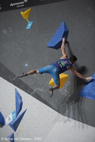 ifscwch-innsbruck-boulderfinal-men-013-D4S_3768