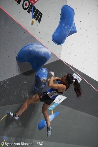 ifscwch-innsbruck-bouldersemifinals-women-friday-039-D4S_1448