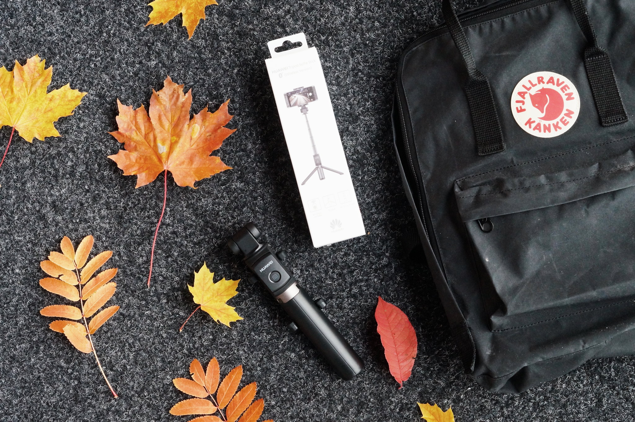 Huawei-tripod-selfie-stick 1