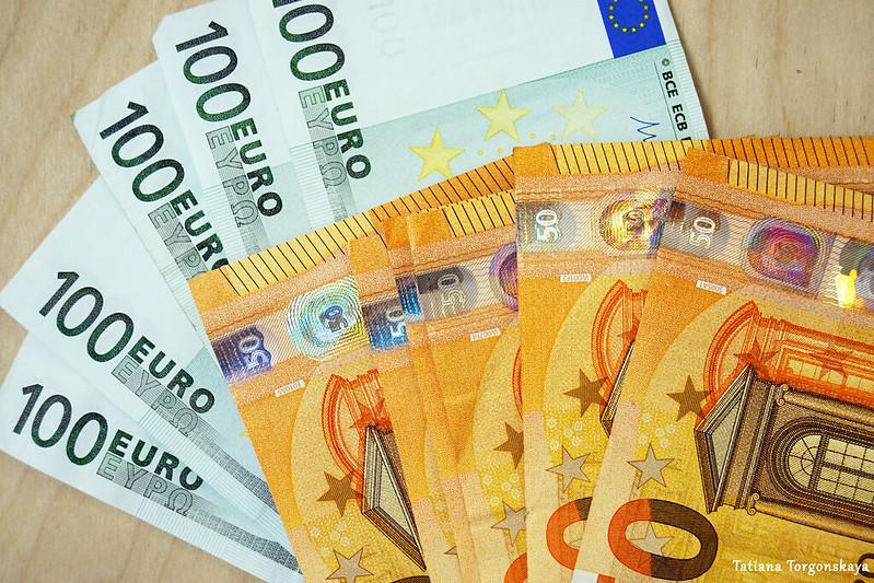 Банкноты номиналом в 50 и 100 евро