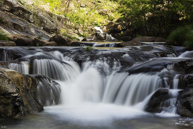 El Río Oitavén a su pao por Aranza (Pontevedra)